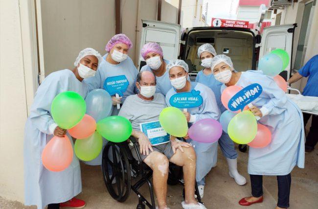 Paciente da UTI AMH Especialidades em Ituiutaba (MG) tem alta após 31 dias internado
