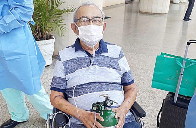 Família de paciente da UTI Domed no HFA, em Brasília, comemora alta