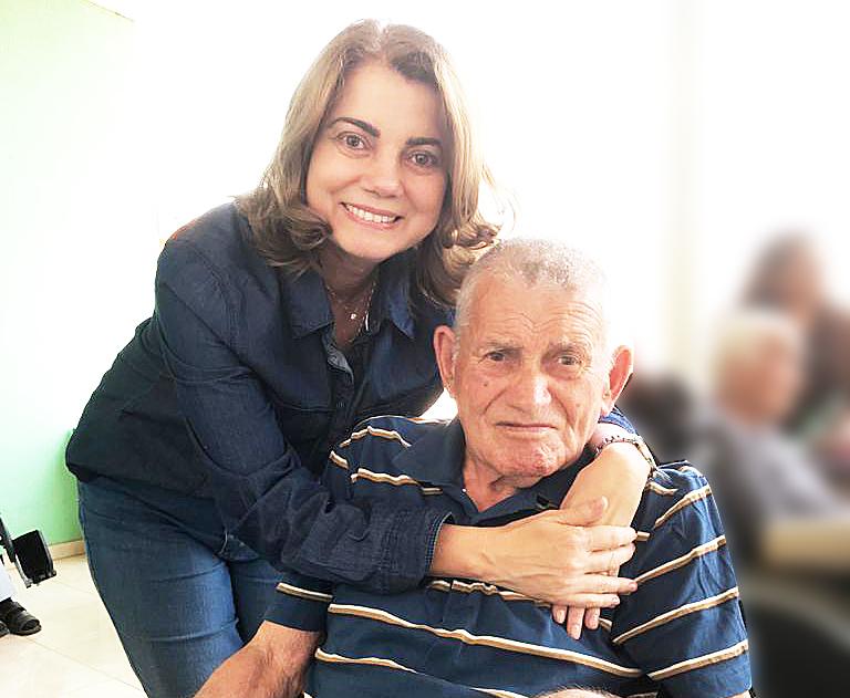 Aos 84 anos, paciente supera infarto e deixa a UTI Covid-19 do HFA, em Brasília